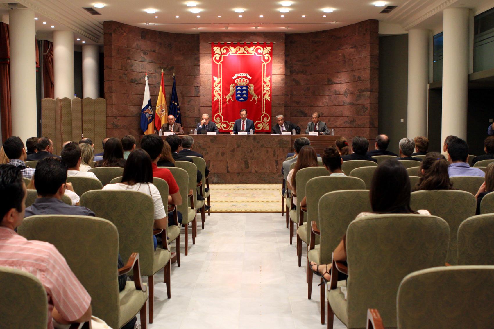 Conferencia en el parlamento del presidente de la sala ii for Sala 4 tribunal supremo