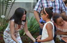 La presidenta recibe a los niños y niñas.