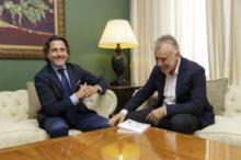 Encuentro con el líder del PSOE, Ángel Víctor Torres