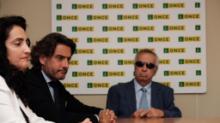 El presidente del Parlamento de Canarias durante su visita a la Fundación Once
